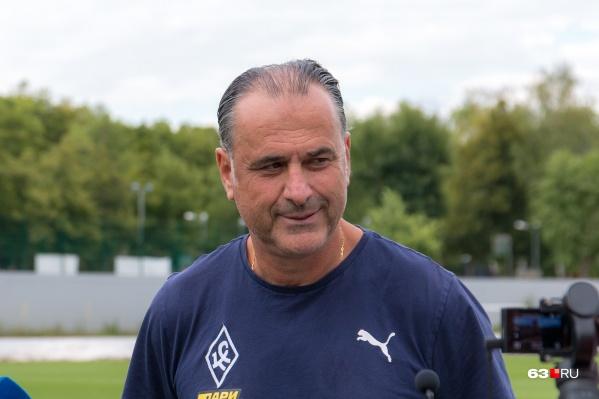 Миодраг Божович вместе с иностранными футболистами сразу по приезде должен будет сдать тест на COVID