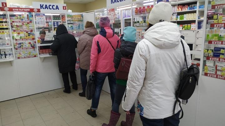 Новосибирцы массово отправились в аптеки за антисептиками (но там их нет)