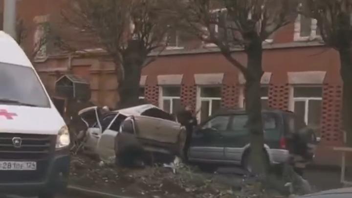Водитель «Гранты» вылетел на тротуар и сбил 15-летнего пешехода