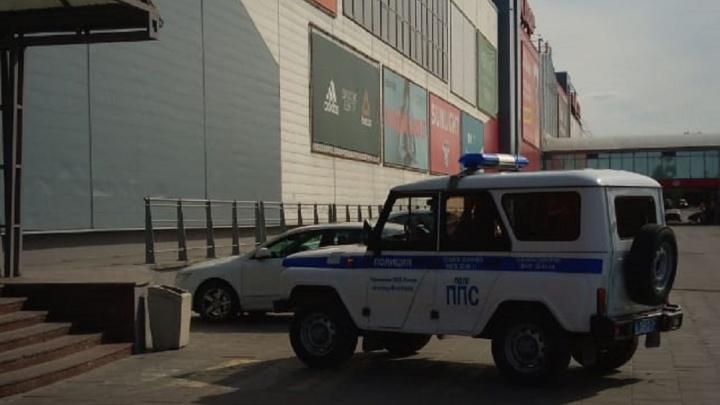«Не дали даже покупки забрать»: в Волгограде экстренно эвакуировали посетителей и персонал ТРК «Семь звезд»