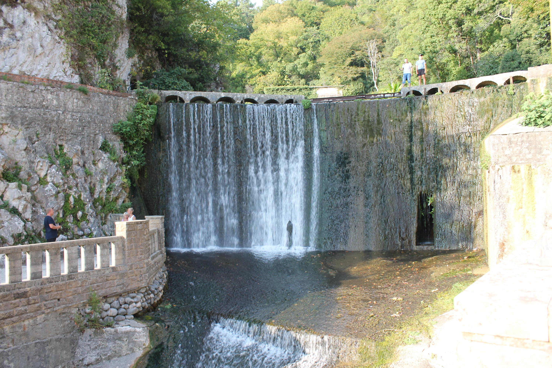 Водопад при монастыре — творение рук человека, его возвели монахив 1882 году