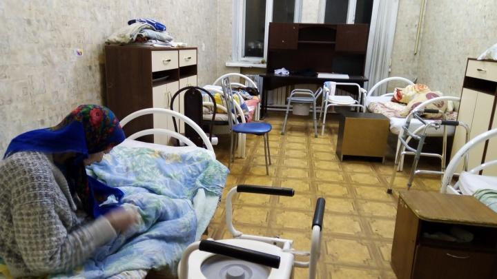 «Окна закрасили, чтобы не видно было, что внутри»: очевидцы рассказали, что творилось в пермском приюте для пожилых. Фото