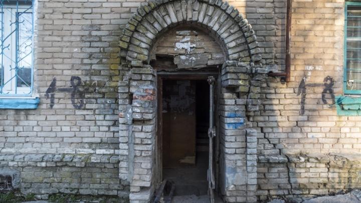 Волгоградцев из рассыпающихся домов-призраков переселят в «Колизей» и «Ново-Комарово»