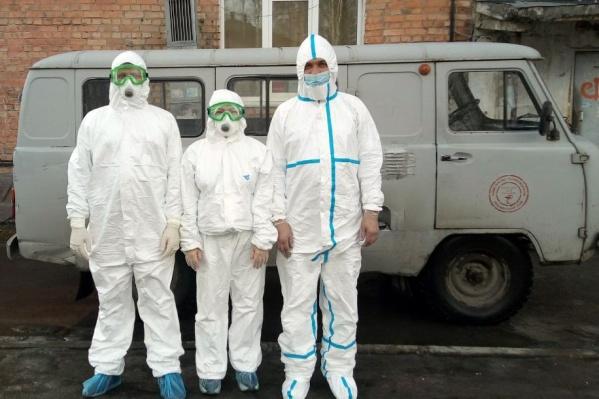 Сотни горняцких семей, пожилых людей и простых врачей получили помощь волонтеров СУЭК и предприятия<br>