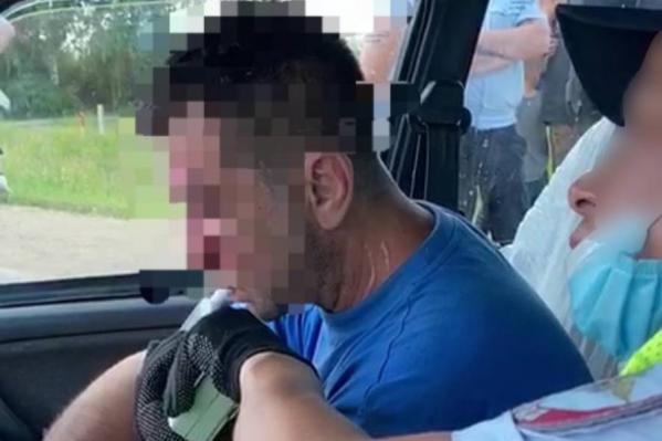 Этот мужчина месяц назад сел за руль пьяным и сбил трех школьников. 15-летняя девочка погибла на месте