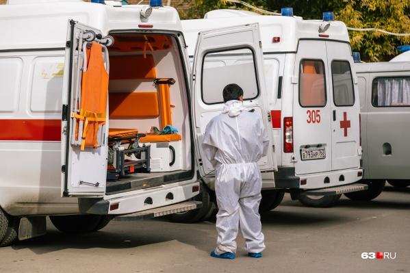 Врачи обязаны приходить в защитном костюме к пациентам с COVID