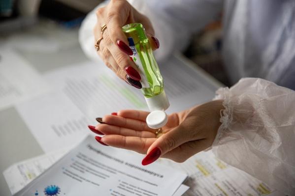 Сразу несколько новосибирцев пожаловались на то, что не могут найти антисептики в магазинах города