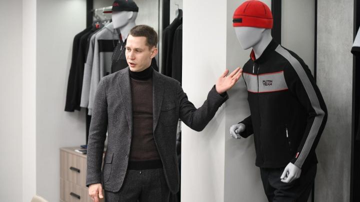 Уральский модельер Дмитрий Шишкин отправил Владимиру Путину посылку с одеждой