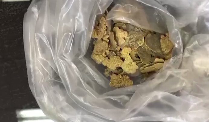 Сотрудник рудника вывез под сидением своего авто золота на 8миллионов