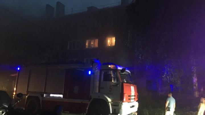 В Омске из-за пожара в подвале эвакуировались 38 жильцов многоэтажки
