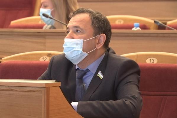 Вчера увезли Ахмадинурова с пневмонией, а сегодня диагностировали коронавирус у него