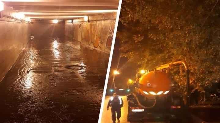 Чистили полночи: в Екатеринбурге восстановили затопленный подземный переход