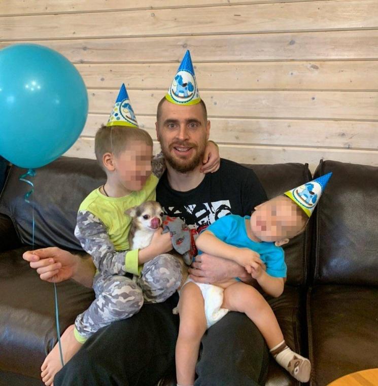 Спортсмен вместе с женой воспитывает двоих сыновей. И первый день рождения младшего как раз пришёлся на карантин папы
