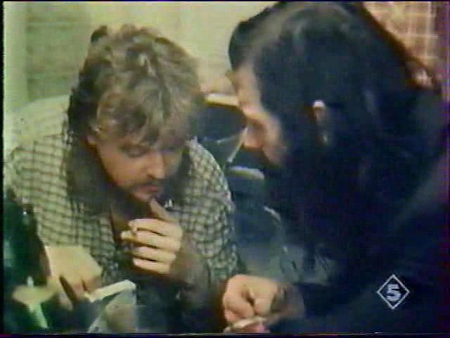 Михаил Сапего (слева) в эпизодической роли поэта-митька кадр из х/ф «Город» (1988) (авторы сценария В. Тихомиров, В. Шинкарев)