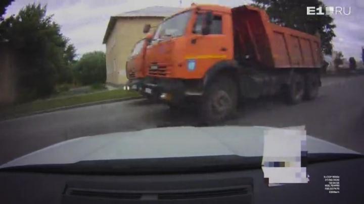 «Разметка не помешала»: разбираемся в обстоятельствах гонки КамАЗов на Елизаветинском шоссе