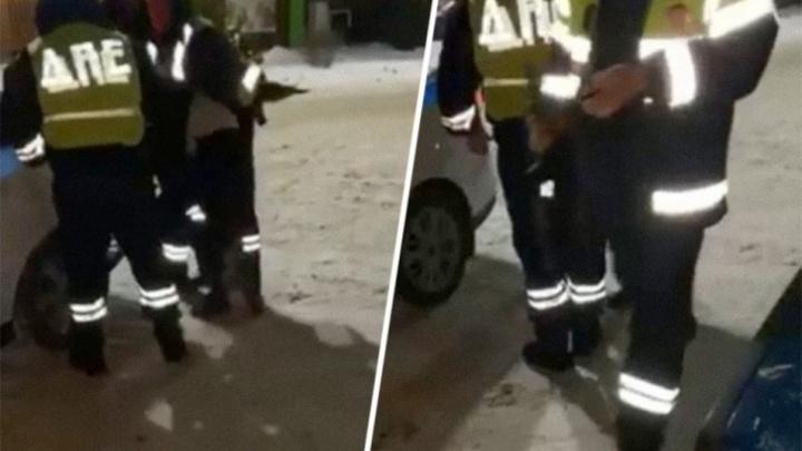 Били ногами, таскали за волосы: инспекторов ДПС, задержавших водителя Matiz под Тюменью, будут судить