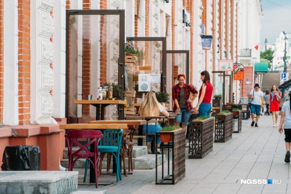 Кафе и рестораны в Омске из-за коронавируса до сих пор работают в формате летников и веранд