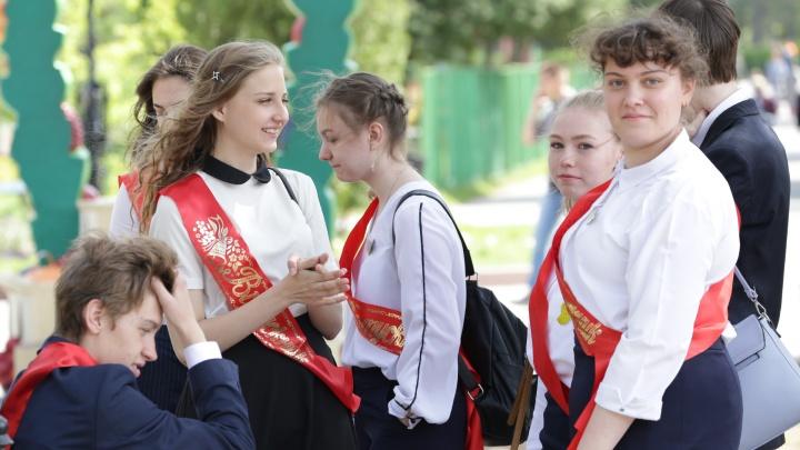 В челябинском Минобре объяснили заминку с выдачей выпускникам аттестатов