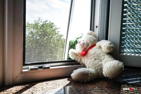 """Это уже не первый случай падения ребенка из окна в <nobr class=""""_"""">2021 году</nobr>"""