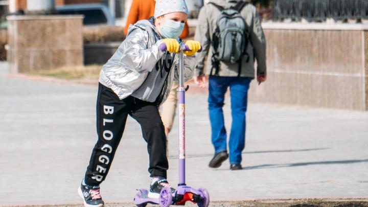 «Мы не вышли на плато»: из-за пика заболеваемости COVID-19 в Омске не будут открывать детские сады