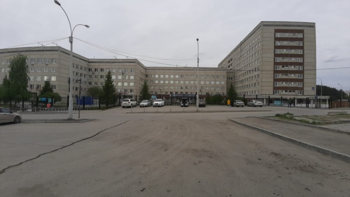 Пациентов Свердловского онкодиспансера, где нашли зараженного COVID-19, отправили домой