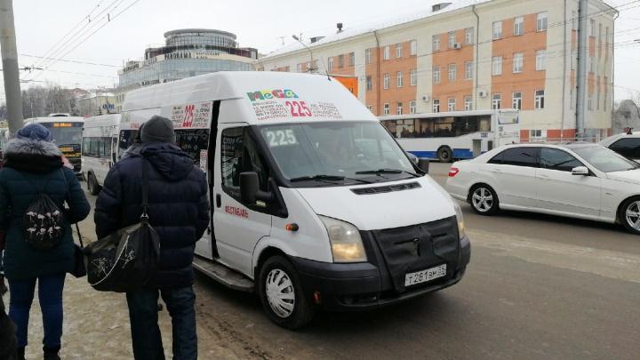 На каких маршрутах увеличилось количество машин из-за коронавируса: список автобусов от NGS55.RU
