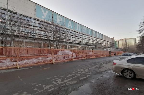 Компания, которая отремонтирует фасады двух зданий УралГУФК, получит больше 80 миллионов рублей