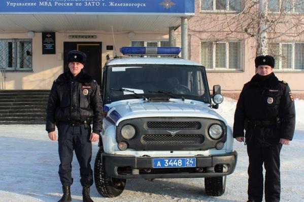 Юрий Сарзанов и Анатолий Григорьев наши пенсионеров, патрулируя район