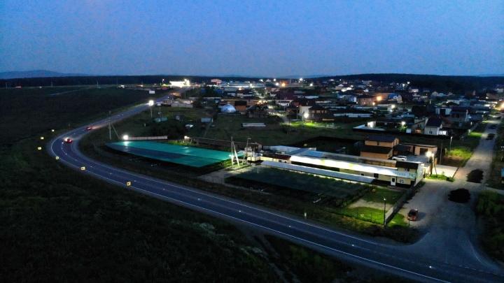На аварийно опасной трассе в крае установили световые маркеры на солнечных батареях