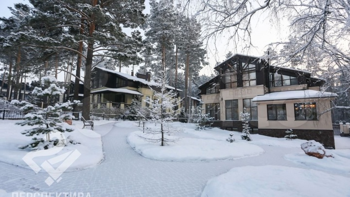 Под Кемерово продают огромный коттедж с иконами почти за 37 млн. Показываем фото дома изнутри