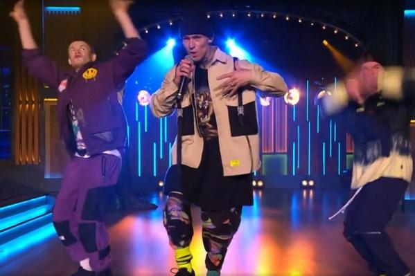 Певцы Zivert и NILETTO исполнили музыкальный номер под названием Fly 2