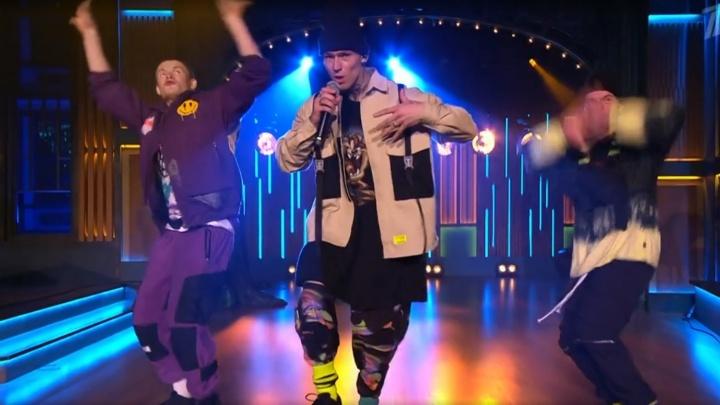 «Он танцует как бог»: певец NILETTO, родившийся в Тюменской области, вместе с Zivert побывал у Урганта