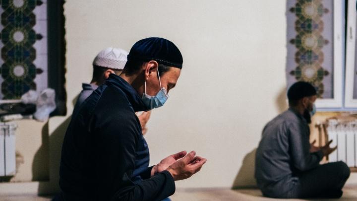 Рамадан по-спартански: как в мечети прошла закрытая служба в честь священного месяца