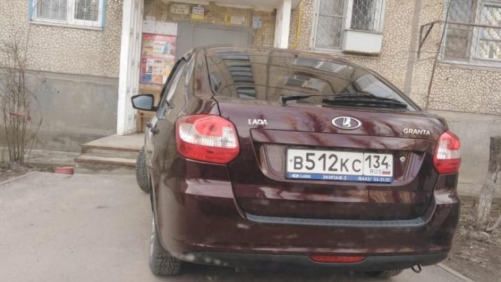 Телефон разобью: волгоградские автохамы начали угрожать физической расправой
