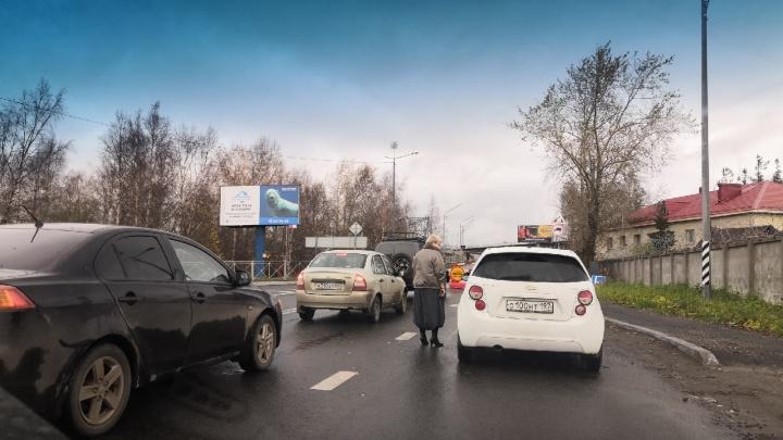 На Северодвинском мосту открыли движение автотранспорта