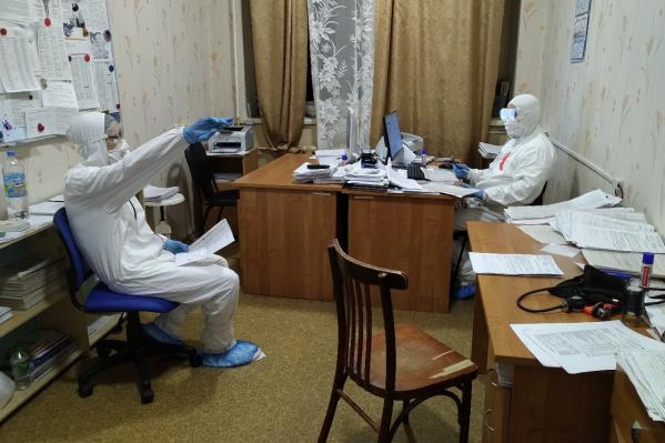 С начала пандемии в центральной больнице Котласа оказалось уже больше 2 тысяч пациентов с коронавирусом