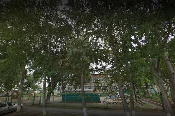 Детский сад, где произошел несчастный случай, находится на улице Избышева