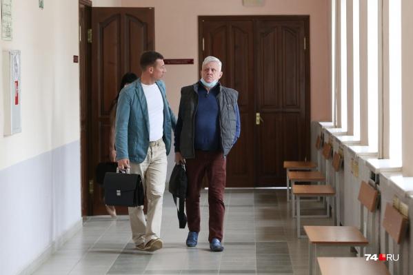 С момента аварии, за которую судят Андрея Косилова (справа), прошел год и три месяца