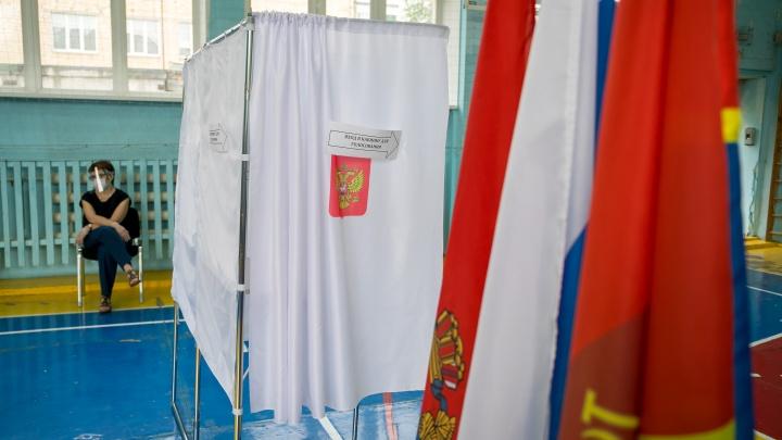 Как стартовал первый день голосования по поправкам в Красноярске. Фоторепортаж с избирательного участка
