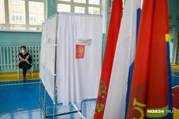 Для членов избирательной комиссии предусмотрены защитные костюмы