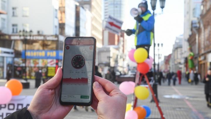 «Мы как на рынке»: школьники Екатеринбурга решили побороться с шумной рекламой на Вайнера