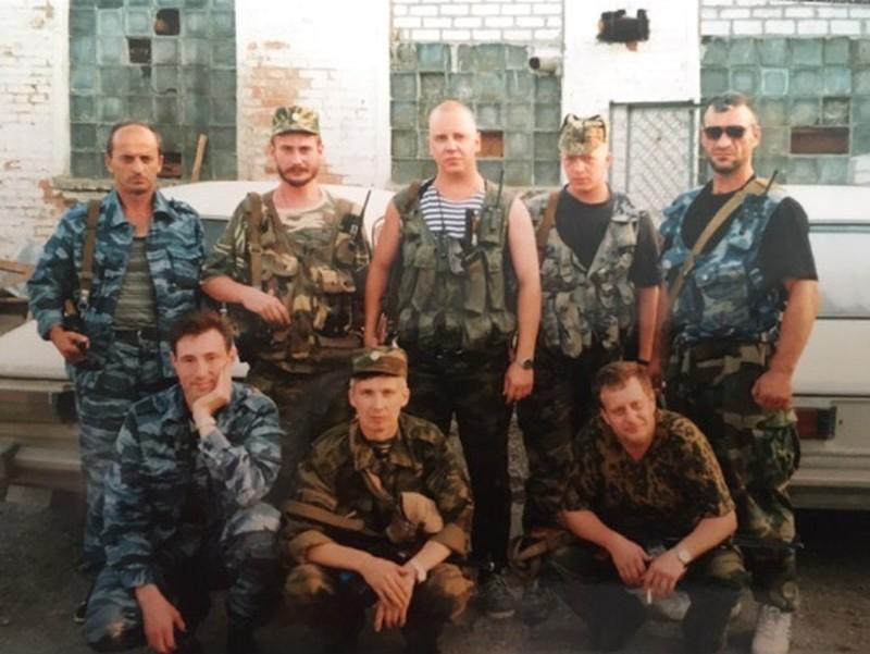 Ростислав Тимшин — во втором ряду в центре. Справа от него — Григорий Никитин, несколько лет назад возглавлявший Управление уголовного розыска ГУ МВД по Челябинской области