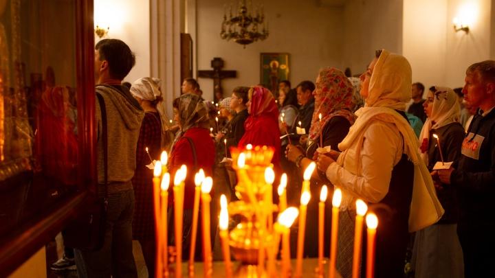 Пасхальная служба в Успенском соборе в Ярославле — прямой эфир из храма