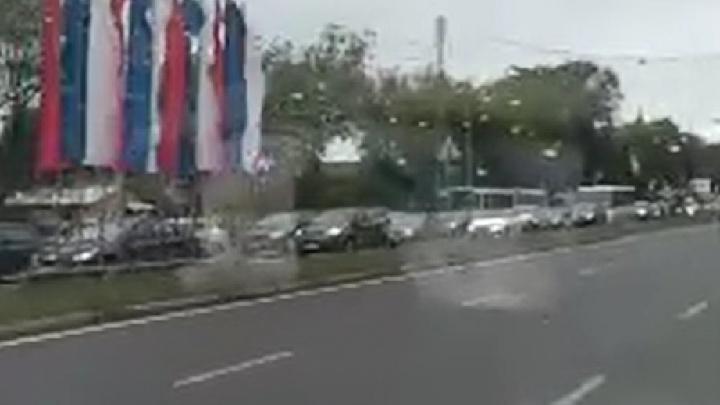 Стояли по полной: ярославец снял на видео утреннюю заволжскую пробку от начала до конца