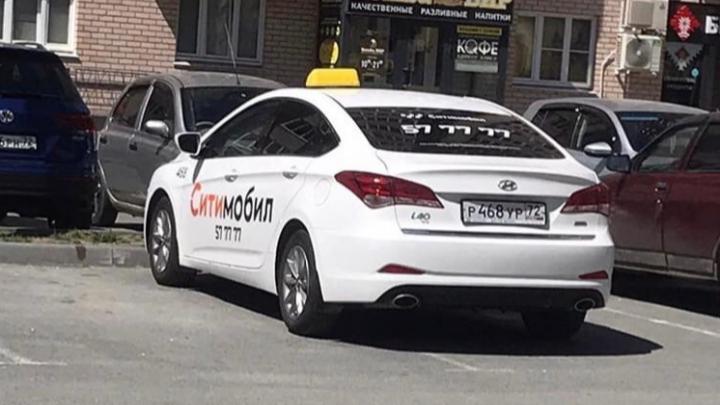 Тюменский таксист не вынес замечания автомобилиста и погнался за ним с ножом