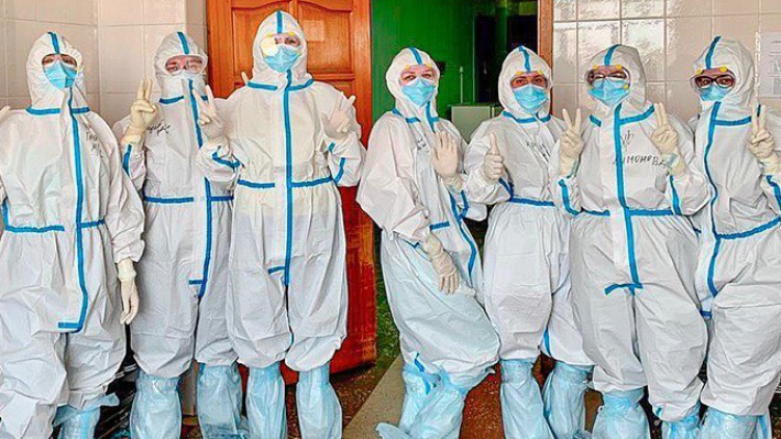 «Берегите себя и пожалейте нас!»: омские медсестры рассказали о работе в «красной» зоне