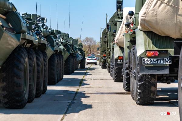 Парадные расчеты и техника скоро начнут репетиции на военном аэродроме Кряж