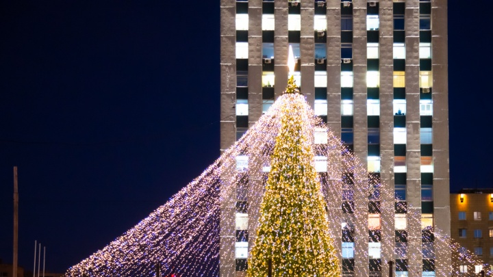 Прямой эфир с открытия елки: глава города отвечает про украшение Архангельска к Новому году