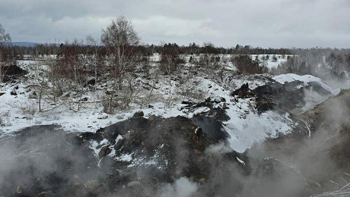 «Увеличились выбросы пара и продуктов горения»: замгубернатора Кузбасса — о тушении подземного пожара