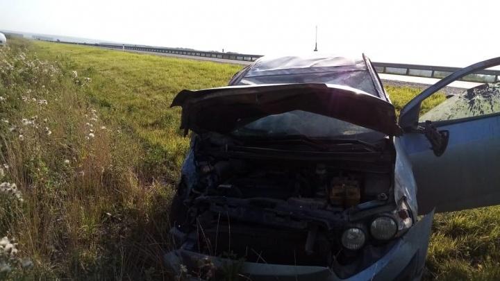 На трассе Кемерово — Ленинск-Кузнецкий легковушки после ДТП улетели в кювет, пострадали два парня